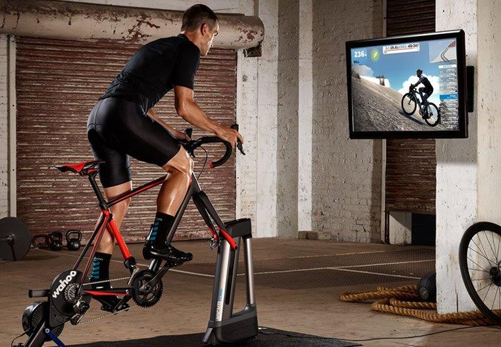 Trainen voor de Tour de France met de Wahoo Kickr Climb fiets simulator